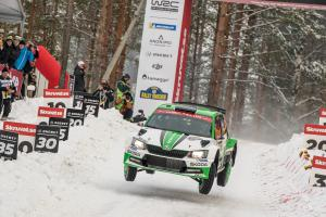 Skvělá zpráva ze Švédské rally!  Pontus Tidemand i Ole Christian Veiby na stupních vítězů