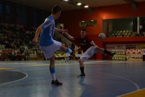 Sparta Praha - Plzeň 5:2...  jenže ve futsalu, a tak semifinále play off dospělo k pátému utkání