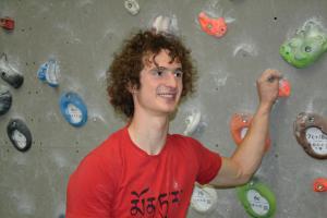 Adam Ondra posunul hranice lezení, když první vylezl v norském Flatangeru cestu 9c obtížnosti