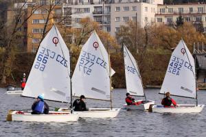 Jachtařskou sezonu zakončil  v Praze  na Vltavě závod za účasti 15 dětských týmů