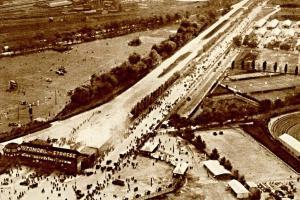 Slavná závodní dráha AVUS v Berlíně