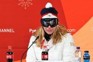 Proč Ester Ledecká na setkání s novináři vypadala v brýlích jako masařka? Důvod? Nenalíčila se