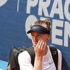 Petra Kvitová  za 71 minut vyřadila Češku Terezu Smitkovou 6:1 a 6:3, která byla po utkání trochu smutná